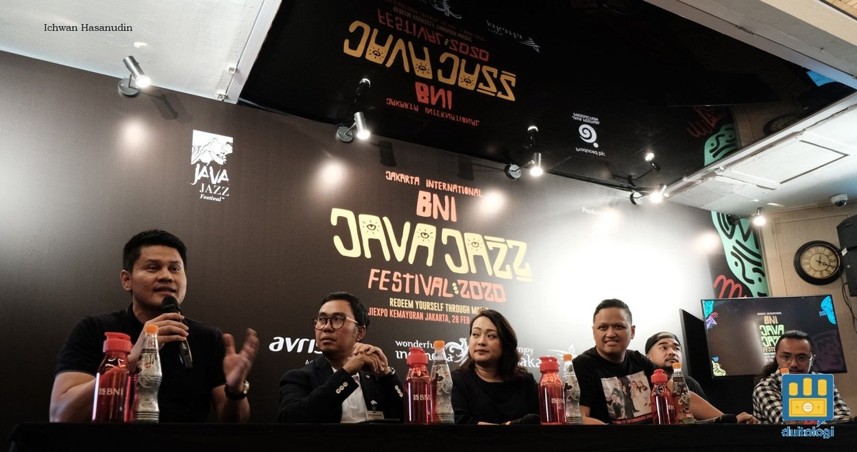 Ernest Febrianto (kanan) saat press conference Jakarta International BNI Jazz Java Festival 2020.